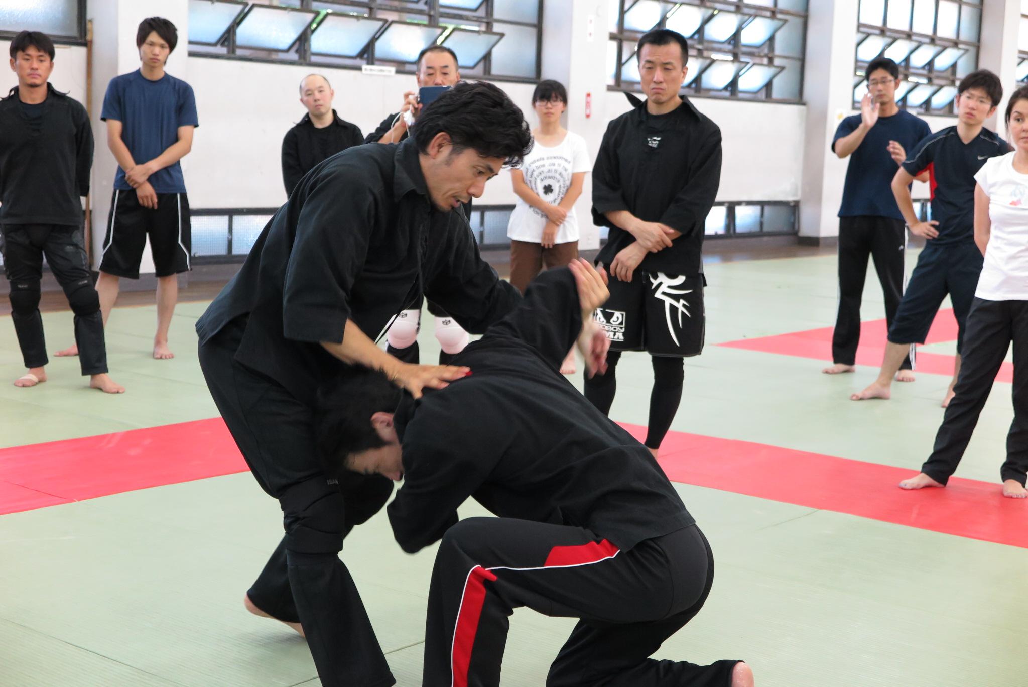 全国で護身術セミナーを開催 多くの武道家から高い評価を受ける